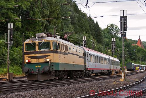 342 035 at Spielfeld-Straß
