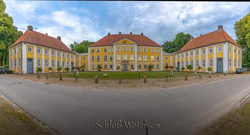 Gut Wotersen- Schloss Wotersen.jpg