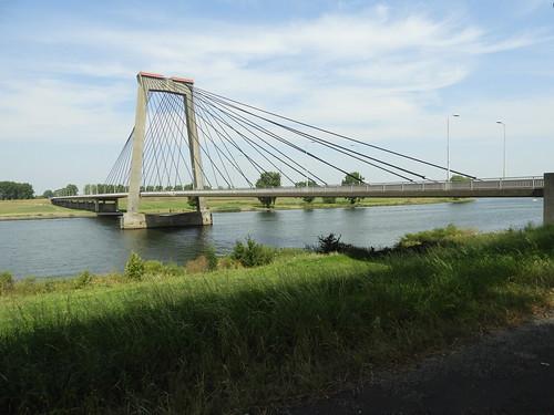 N267 Heusdensebrug over de Maas