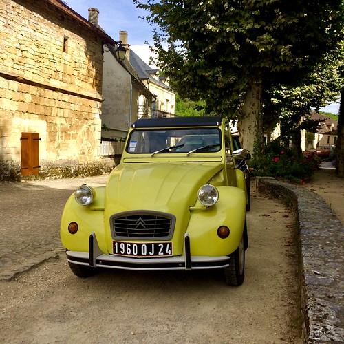 Citroen 2CV, St Amand du Coly, Dordogne, France.