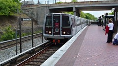 Red Line train arriving at Brookland-CUA [01]