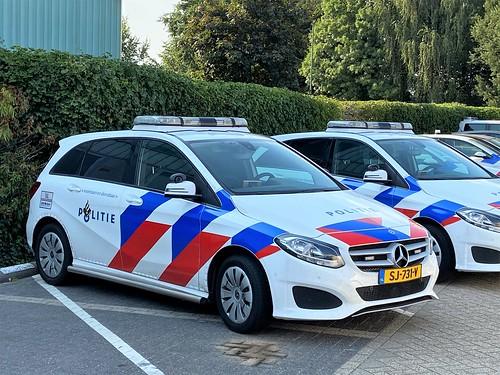MB B220D Noodhulpvoertuig politie land van Cuyk (NL)