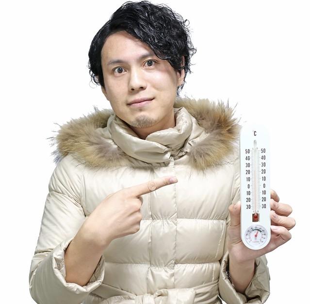 Photo:温度計を指し示す男性 By duvsbefilmoc