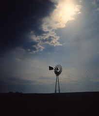 Windmill in Iowa (1)