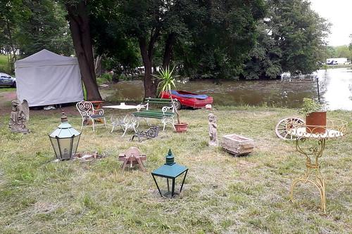 20375.Antiquitäten im Park
