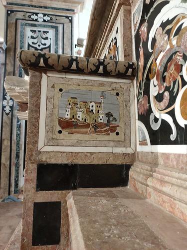 Particolare , icona di Gerace, con marmi intarsiato