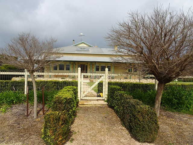 Photo:Weetulta Yorke Peninsula. Redwing Farm homestead. Built in 1906. The farm established around 1875. Front gate and hedge. By denisbin