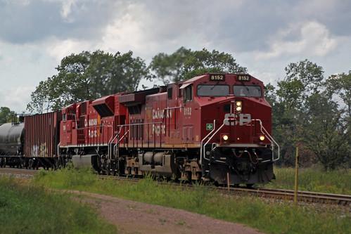 Ethanol train 686 powered by GE and EMD rebuilt Beavers