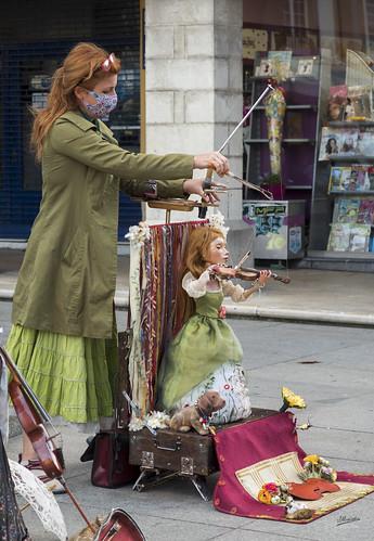 Titiritera con su marioneta