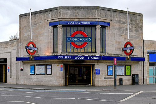 Colliers Wood Station / SW19