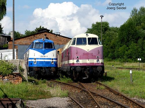 DE-98693 Ilmenau  Bahnhof Rennsteigbahn Diesellok 228 758-9 im Juli 2016