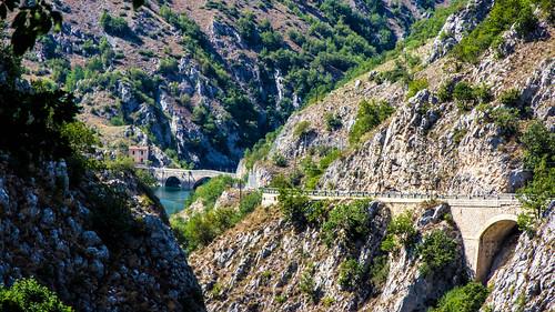 tra le Gole del Sagittario, il lago e il ponte che conduce all'eremo di di San Domenico...between the Gorges of Sagittario, the lake and the bridge leading to the hermitage of San Domenico