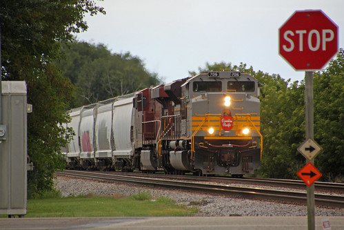 CP 7016 leads 288 eastbound on Main 1