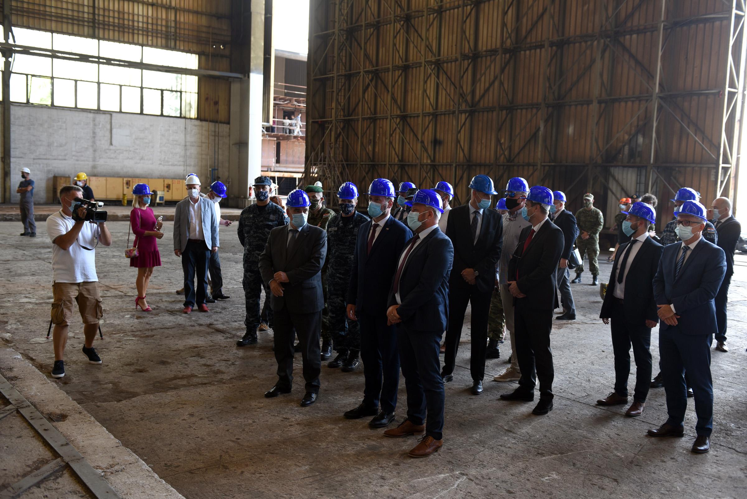 Ministar Banožić u posjeti HRM-u i Brodosplitu