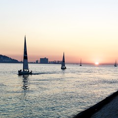 Tagus River sunset - Sailing boats returning to dock
