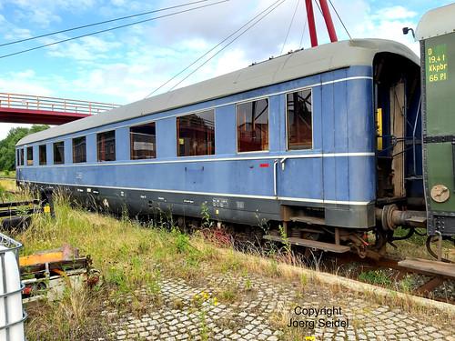 DE-98693 Ilmenau  Bahnhof Rennsteigbahn Schürzenwagen 11727 München im Juli 2020