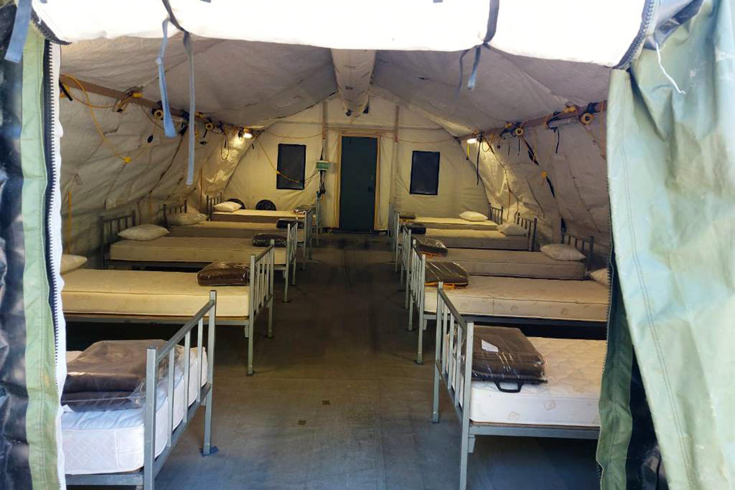 Hrvatska vojska postavila šatore Alaska i ležajeve ispred KBC Split – Križine