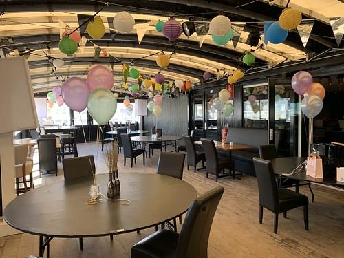 Tafeldecoratie 3ballonnen Beachclub Royal Hoek van Holland
