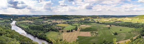 Vue panoramique de Domme en Dordogne (2)