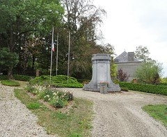 Sains-du-Nord Monument aux Morts , en pierre bleue