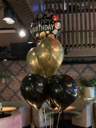 Tafeldecoratie 6ballonnen Verjaardag Cafe in the City Rotterdam