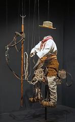 Gardian en selle, vitrine MNATP (Centre Pompidou Metz)