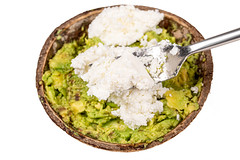 Cooking avocado with cottage cheese
