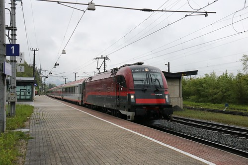 1216017-4 OBB passes Kirchbichl in Tirol Bahnhof Austria 150519