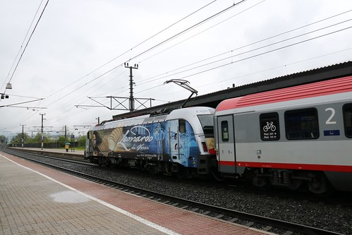 1216019-0 OBB passes Kirchbichl in Tirol Bahnhof Austria 150519