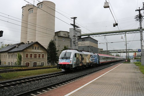 1216019-0 OBB passes Kirchbichl in Tirol Bahnhof Austria 150519 (2)
