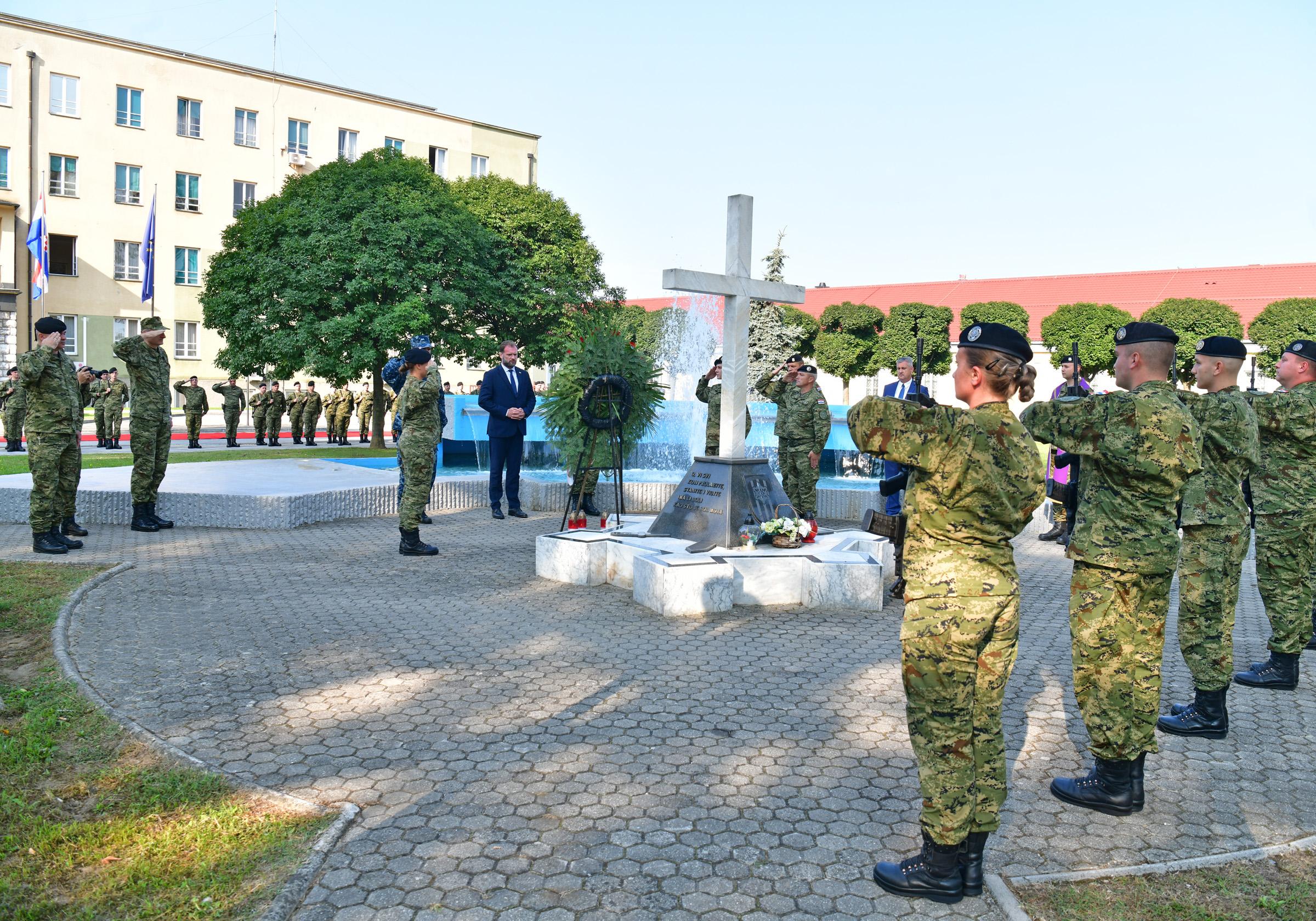 Ministar Banožić i Načelnik GS OS RH admiral Hranj u Zapovjedništvu Hrvatske kopnene vojske