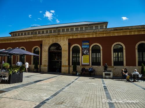 Exposición Dos Historias de Asturias para el Mundo. 70 Aniversario de America en Asturias. y SOF y Real Oviedo en la Plaza de Trascorrales de Oviedo,. Principado de Asturias, España.