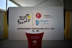 Départ de la dernière étape du Tour de France à Mantes-la-Jolie