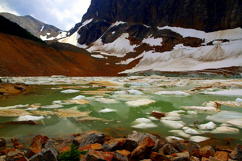 Glacial rhapsody at the foot of Mount Edith Cavell