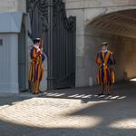 Gardes Suisses, Place Saint-Pierre, Vatican, 2020 - https://www.flickr.com/people/29248605@N07/
