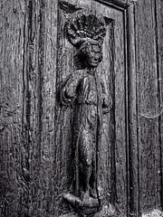 Saint Jacques, sculpture de la porte du XVIe siècle du portail sud de l'église de Saint Bris le Vineux (Yonne France)