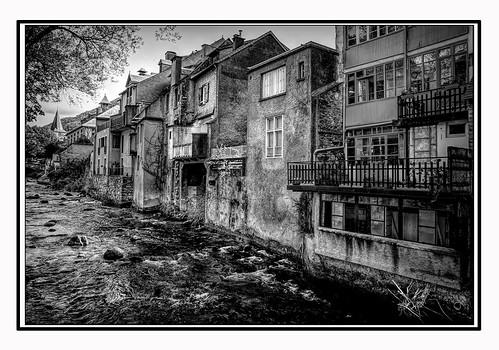 """""""La patrie, c'est toutes les promenades qu'on peut faire à pied autour de son village."""" Jules Renard."""
