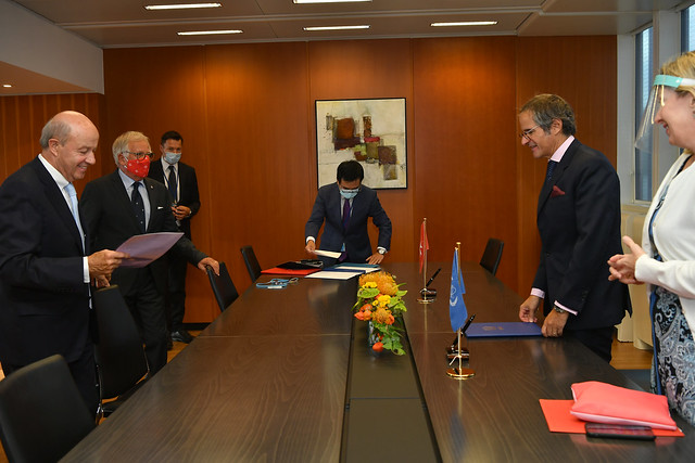 Photo:PA Signing Sovereign Order of Malta & IAEA (011110016) By IAEA Imagebank