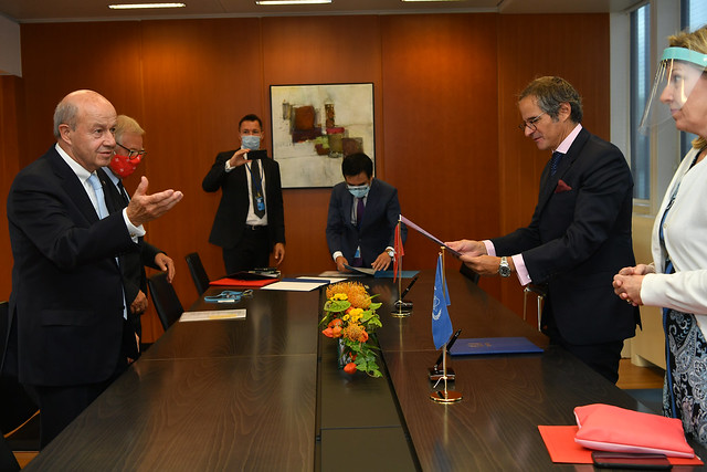 Photo:PA Signing Sovereign Order of Malta & IAEA (011110018) By IAEA Imagebank