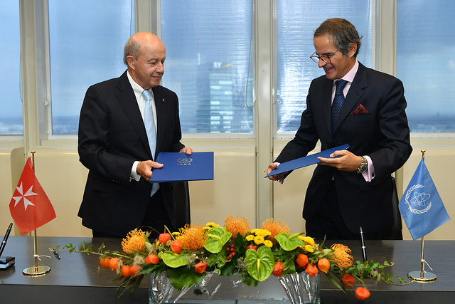 Photo:PA Signing Sovereign Order of Malta & IAEA (011110014) By IAEA Imagebank