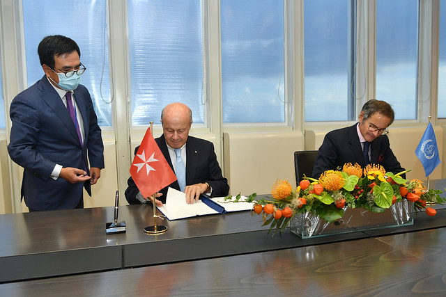 Photo:PA Signing Sovereign Order of Malta & IAEA (011110008) By IAEA Imagebank