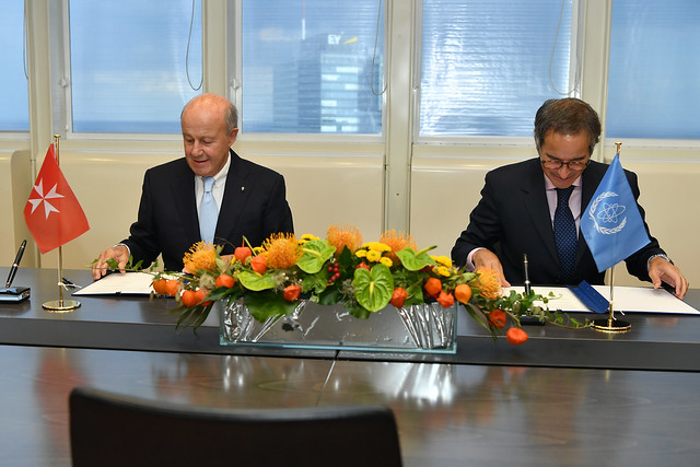 Photo:PA Signing Sovereign Order of Malta & IAEA (011110007) By IAEA Imagebank