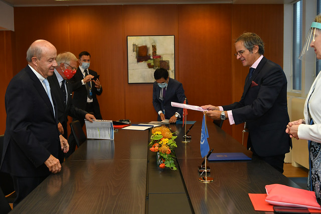 Photo:PA Signing Sovereign Order of Malta & IAEA (011110017) By IAEA Imagebank