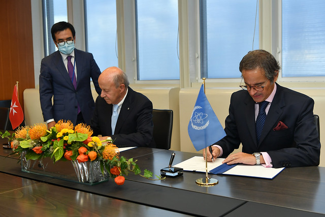 Photo:PA Signing Sovereign Order of Malta & IAEA (011110009) By IAEA Imagebank