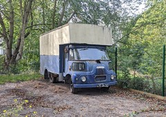 Removal lorries / pantechnicons