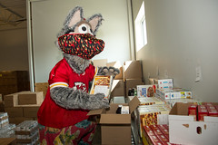 2020 Chiefs Ambassadors Visit Cross-Lines Food Pantry