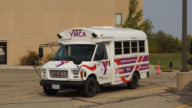 Photo:2002 GMC Savanna Shuttle Bus By Crown Star Images
