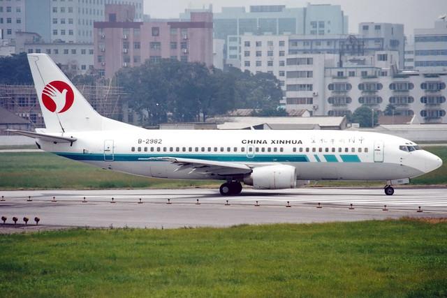 China Xinhua Airlines   Boeing 737-300   B-2982   Guangzhou Baiyun (old)
