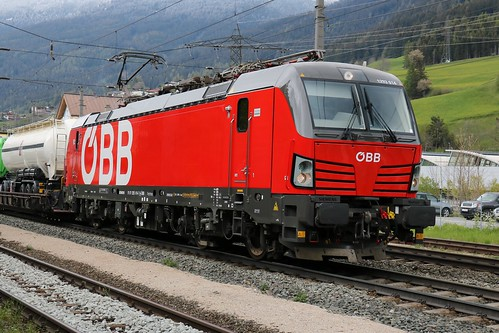 1293014-7 OBB with 1016023-4 OBB on the rear at Matrei am Brenner Austria 140519 (9)