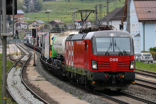 1293014-7 OBB with 1016023-4 OBB on the rear at Matrei am Brenner Austria 140519 (6)